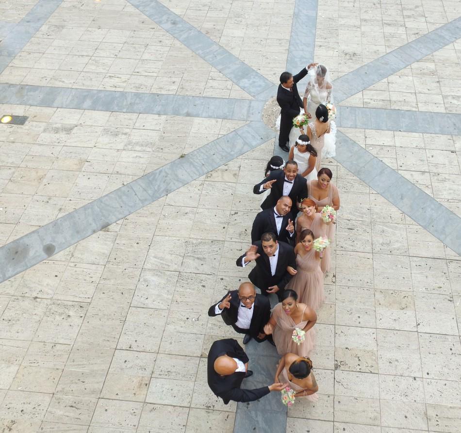Hochzeitsfotos durch den Einsatz von Kameradrohnen