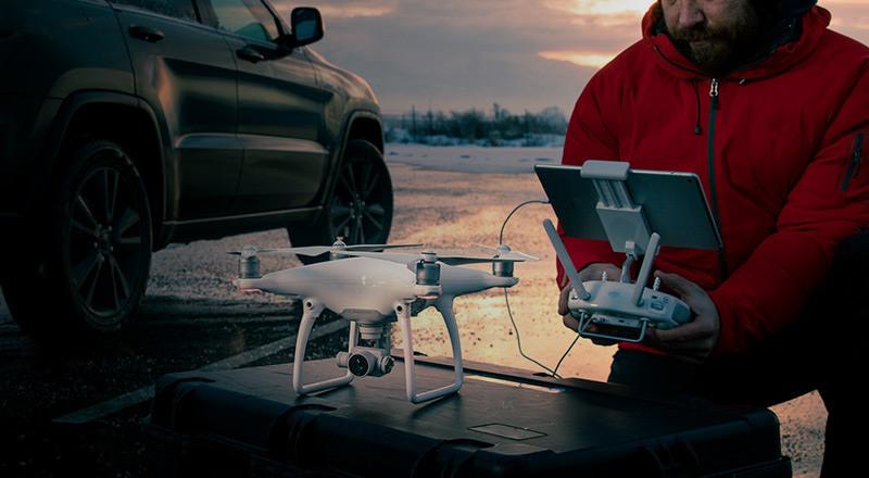 Integrierte hochleistungsfähige Kamera ermöglicht atemberaubende Luftaufnahmen in 4K-Videoauflösung.
