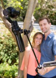 Die Brennweite beginnt bei gerade mal 0,5 Metern. So bleib man während den Selfie-Aufnahmen perfekt im Fokus.