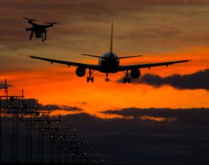 registrierung drohne, Flugzeug kollidiert fast mit einer Drohne